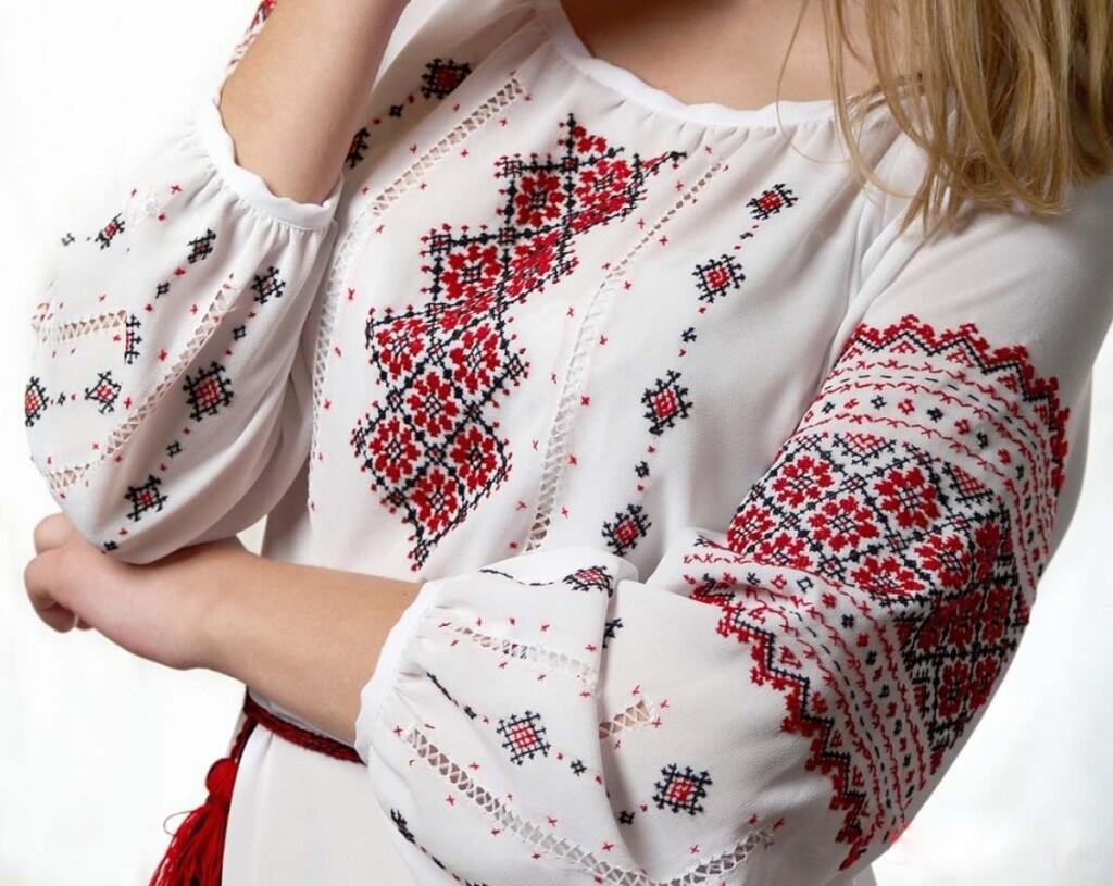Вышивка на одежде— это стильно или старомодно?