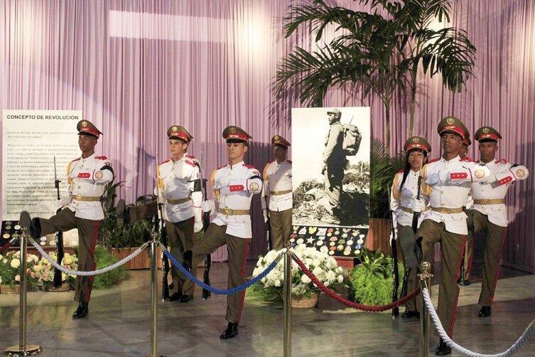 Почетный караул на церемонии прощания с Фиделем Кастро