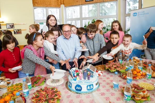 Как компания P&G поздравила с Днем Матери воспитанников и сотрудников  Детской деревни – SOS Пушкин?