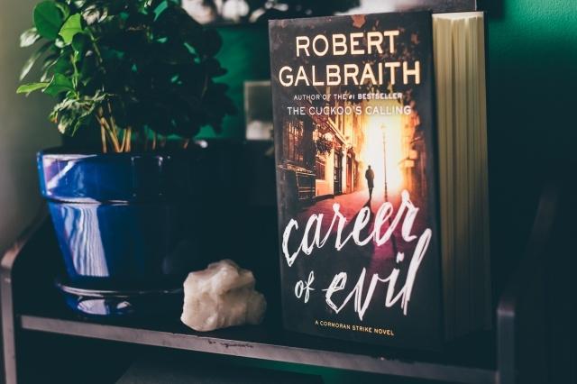 Книга «На службе зла»