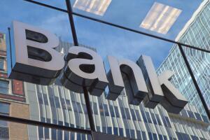 К каким последствиям может привести наличие банковского счета за рубежом?