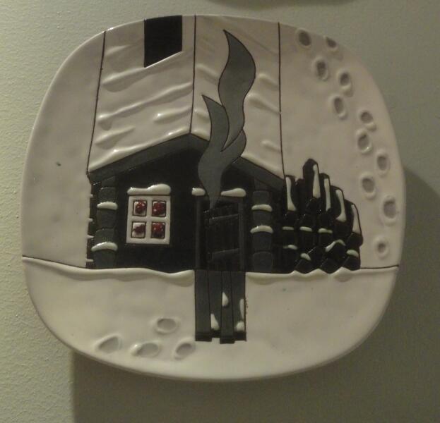 А. Белоусов. Декоративная тарелка Банька. Глина, глазури
