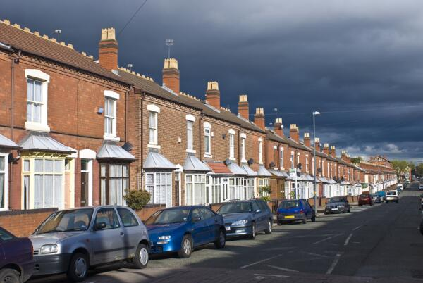 Могут ли управляющие компании сдавать в аренду объекты жилого многоквартирного дома?