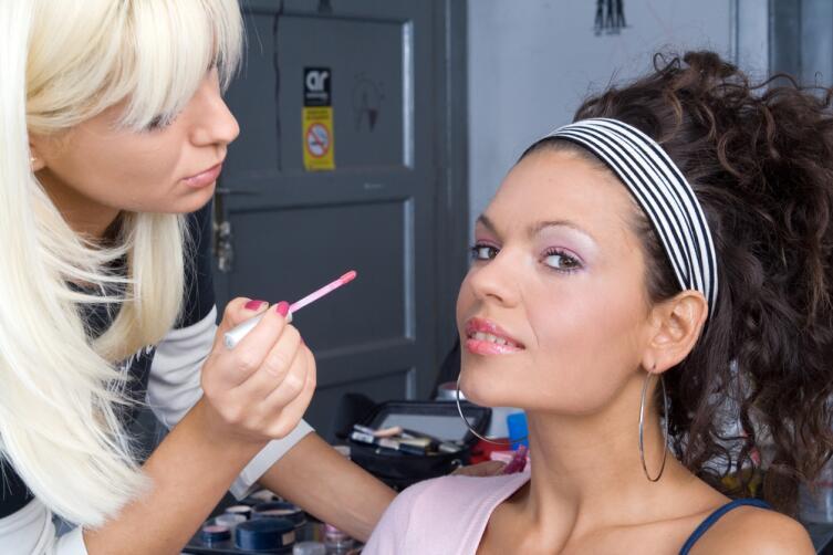Как визуально увеличить глаза при помощи макияжа?