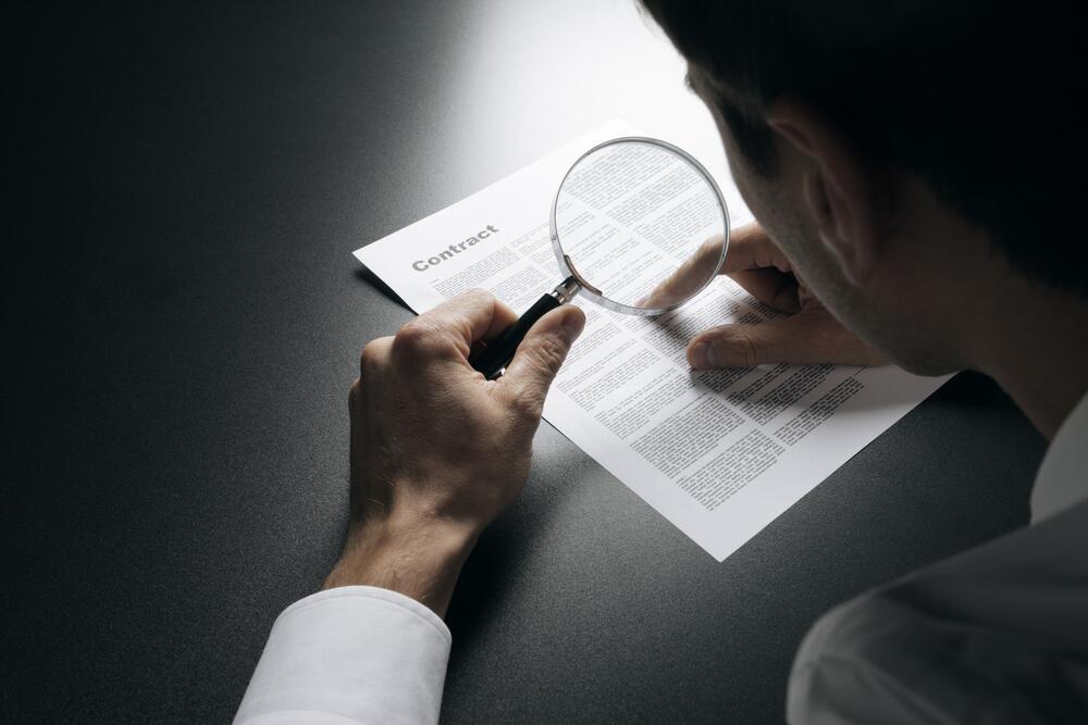 Внимательно читайте договоры