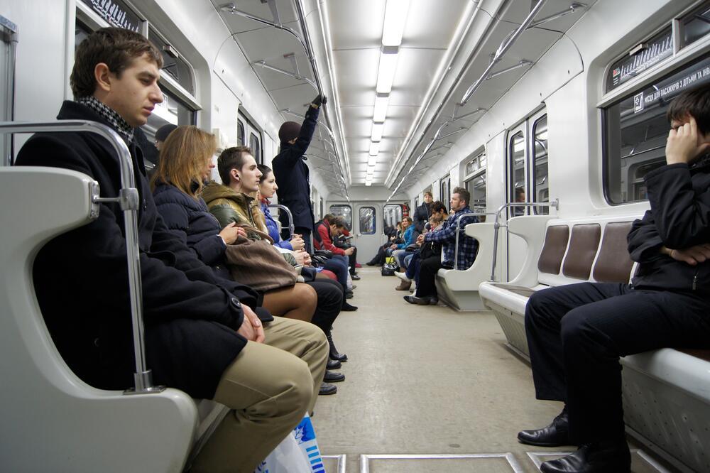 Чем заняться в метро? Интересные упражнения, приносящие пользу