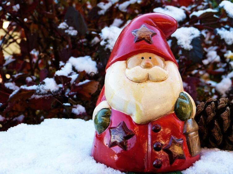 Малышу до трех лет лучше не приглашать живого Деда Мороза
