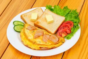 Как приготовить омлет с рыбой?