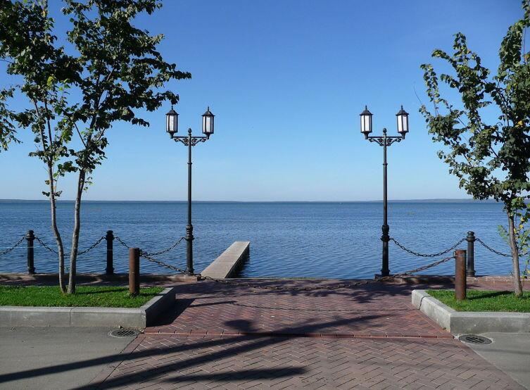 Вид с набережной Переславля-Залесского на Плещеево озеро