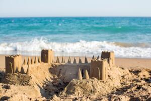 Как в замках на песке доискиваются истин?