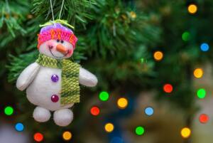 Что делать, чтобы новогодняя ёлка не осыпалась раньше срока?