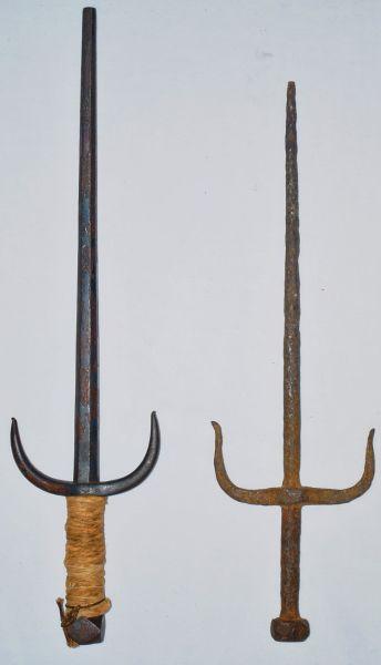 Окинавский сай (слева) и индонезийский текпи или чабанг (справа)