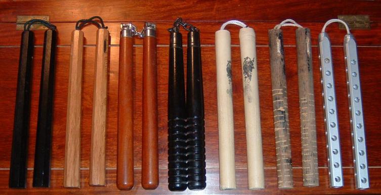 Разновидность японских нунчаку с двумя палками
