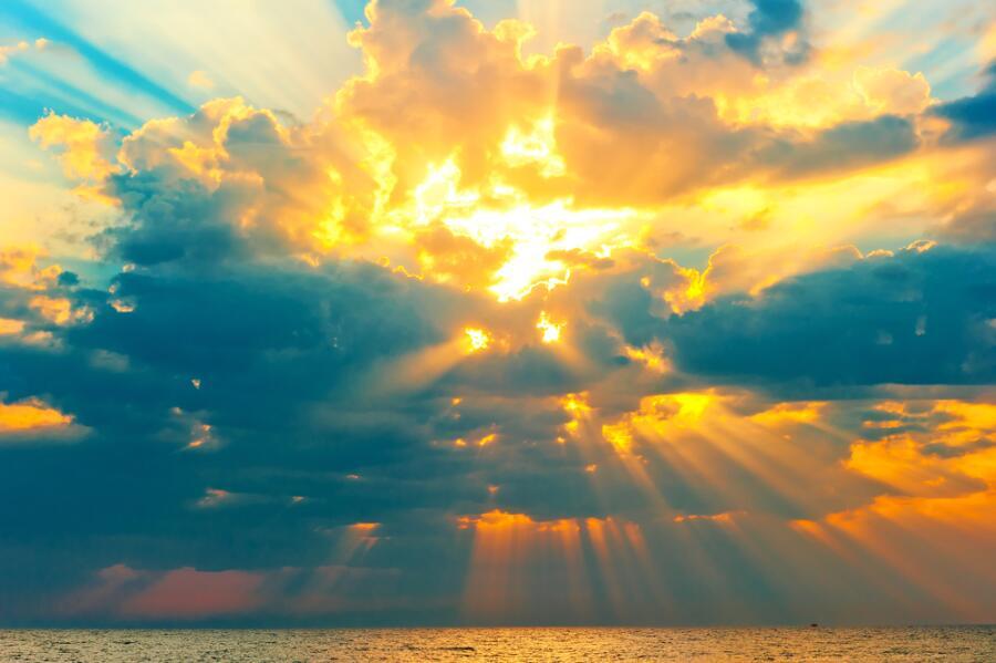 Солнце есть в небе всегда. Надо только уметь его видеть.