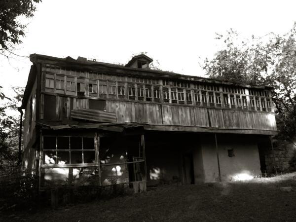О чем помнит заброшенный дом?