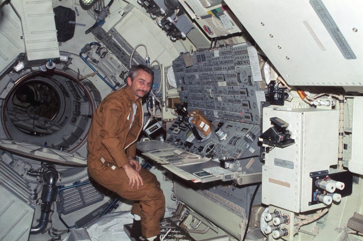 Оуэн Гэрриот на космической станции