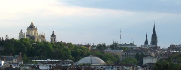 Соперничающие по высоте церковь Юра и костёл Эльжбеты