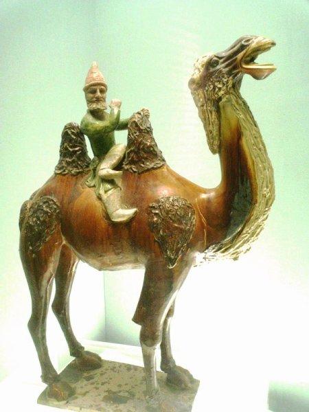 Иностранец на верблюде. Статуэтка времен китайской династии Тан