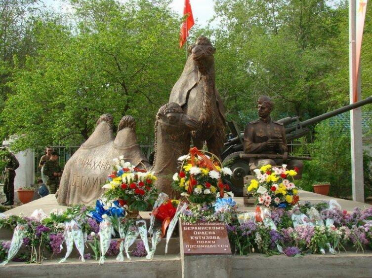 Памятник Мишке и Машке в Актюбинске