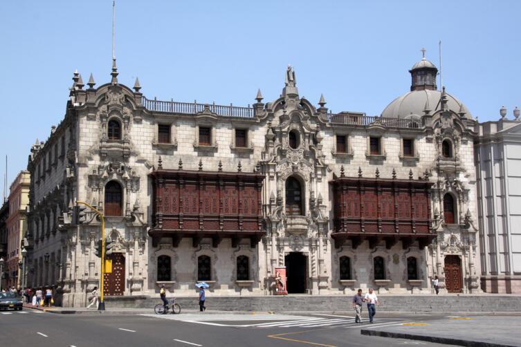 Площадь Плаза де Армас в центре Лимы