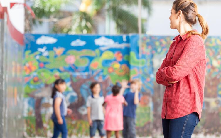 преподаватели отнюдь не заинтересованы в том, чтобы дети хоть как-то разобрались в их дисциплинах