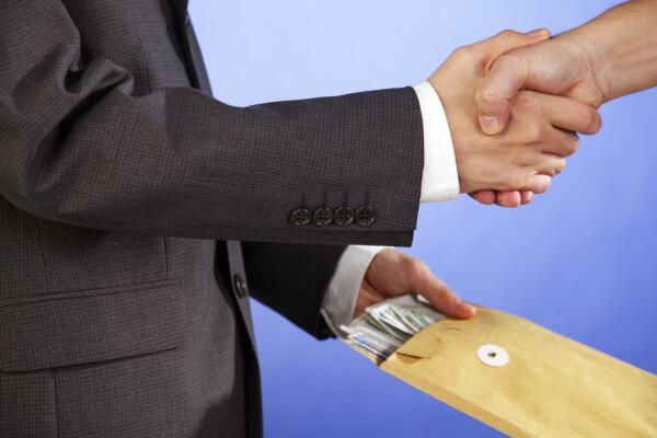 Жизнь «по блату»: своему везде у нас дорога и деньгам всегда у нас почет?