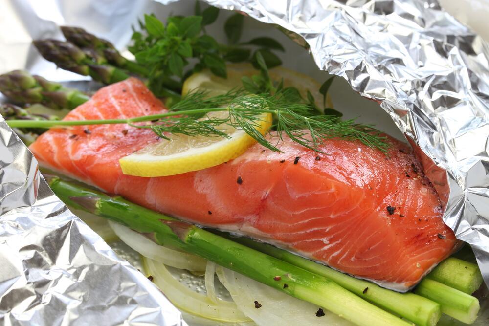 Почему не стоит готовить еду в алюминиевой фольге?
