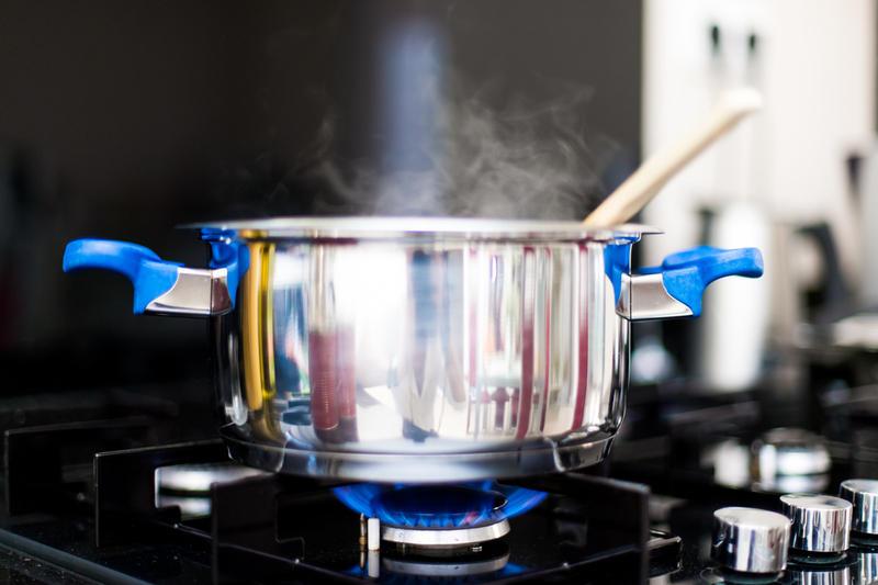 Посуда из нержавейки очень удобна и долговечна