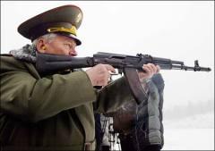 Михаил Калашников сам испытывает свое оружие