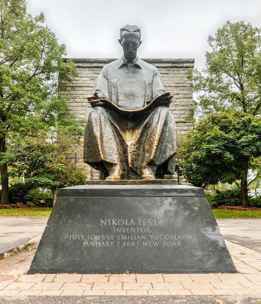 Памятник Николе Тесла в Парке Ниагара-Фолс