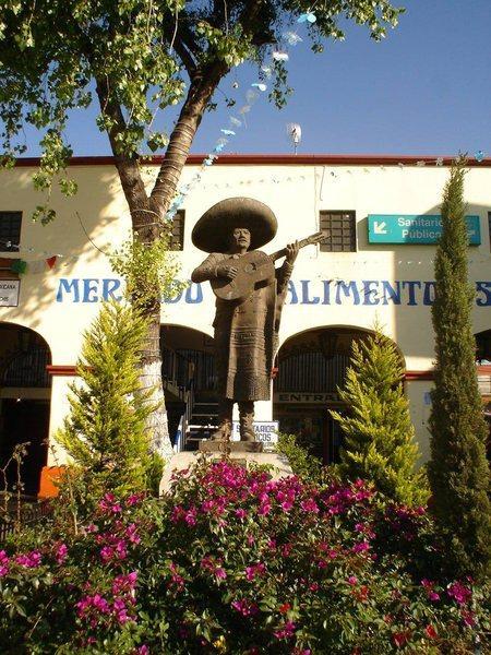 Памятник мариачи в Мехико