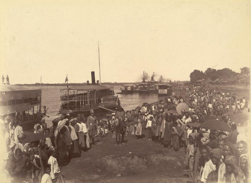 Британские солдаты высаживаются из колесных пароходов в Мандалае 28 ноября 1885 г.