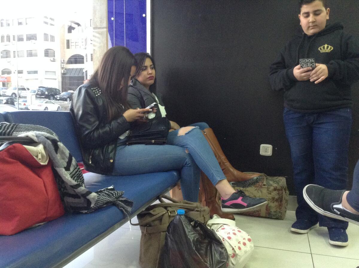 Пассажиры на автовокзале Аммана