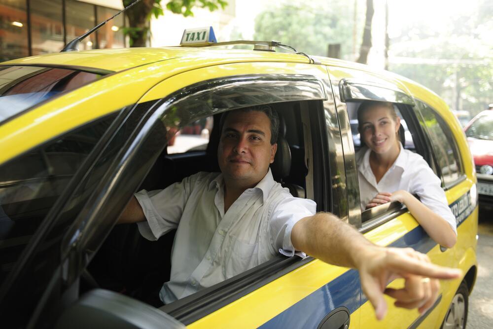 Русская студентка в машине такси онлайн