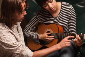 Хочешь играть на... гитаре?