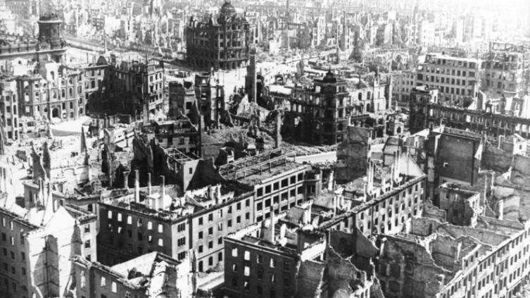 Разрушенный Дрезден. Фото из немецких архивов, 1945 г.