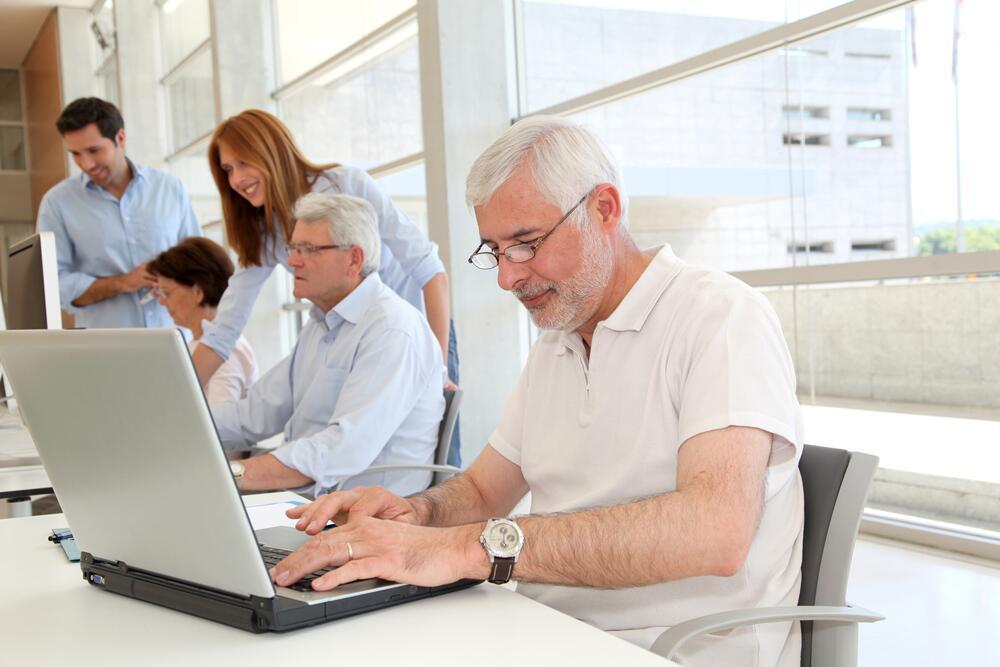 Надо ли в России повышать пенсионный возраст?