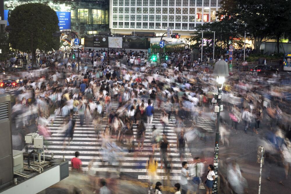 Как обезопасить себя в местах массового скопления людей?