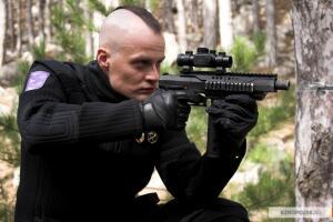 Лучше всего сыграл свою роль, как мне кажется, гвардейский ротмистр Чачу с прической панка. Только цвет волос у него темный, а не фиолетовый, как у истинных Панков.