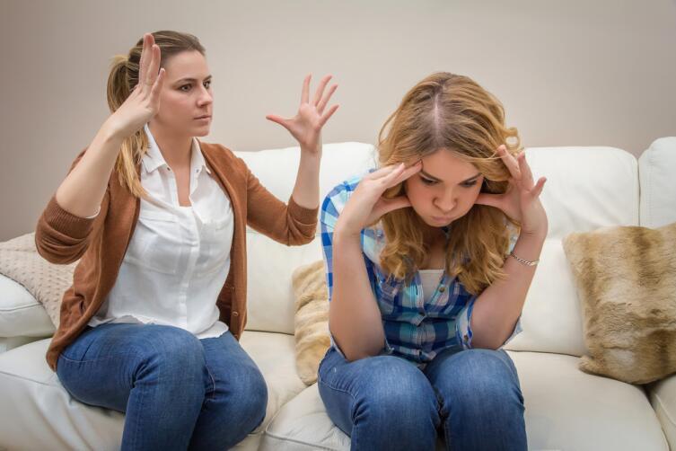В «дружной» семье принято выражать только «позитивные» чувства, а вот остальные переживания вытесняются