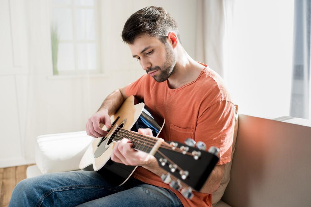 Из какого дерева делают гитары?