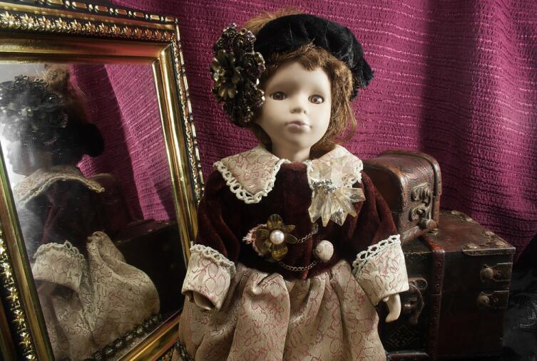Как взрослые играют в куклы?