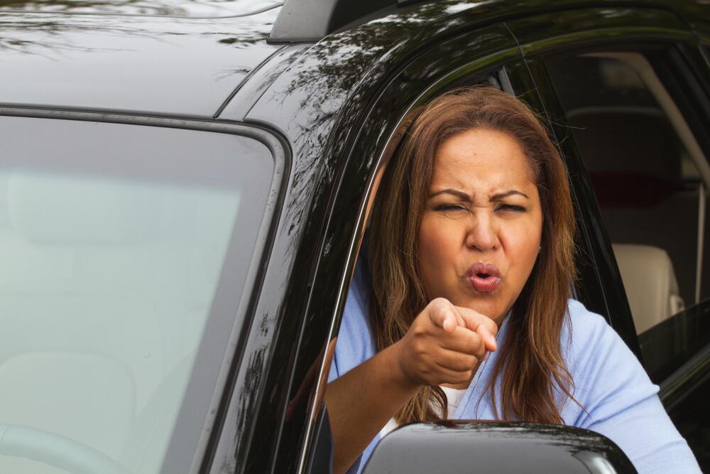 Что делать, если вашу машину поцарапали «во дворе»?