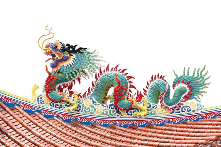 Весенние символы: кто главнее - березка или дракон?