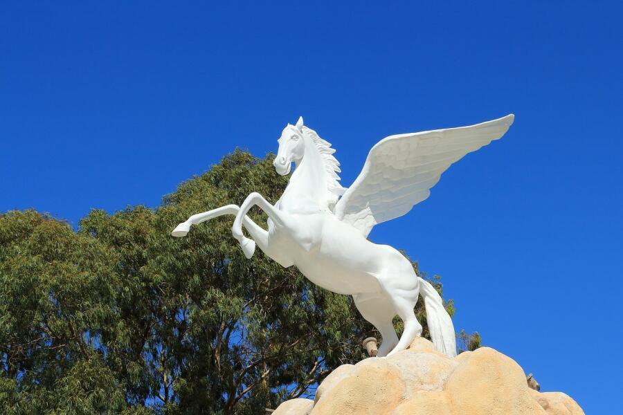 Пегас - крылатый конь, символ красноречия, поэтического вдохновения и созерцания