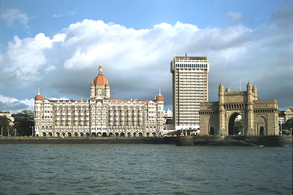 Отель Тадж-Махал и Ворота в Индию на набережной Мумбаи