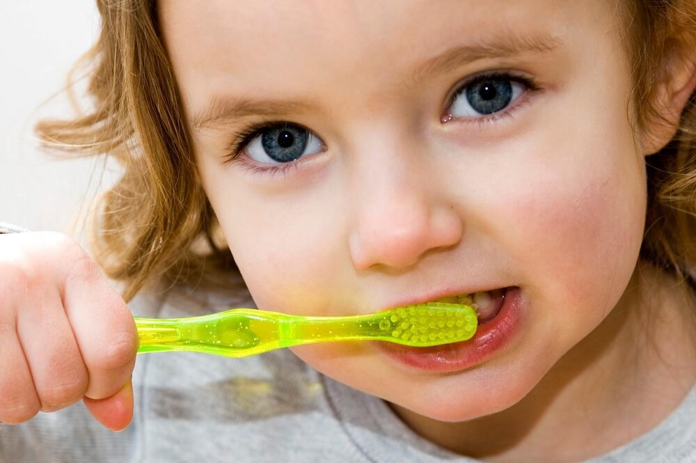 Чем опасен детский гингивит и как с ним бороться?