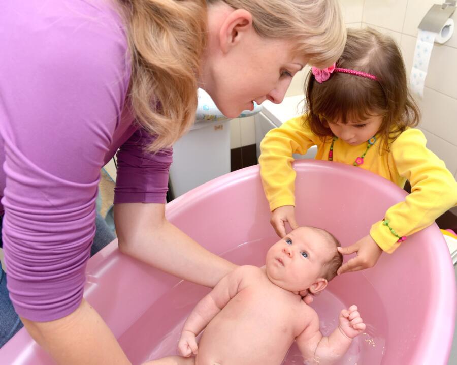 Закаливание: как укрепить здоровье ребенка?