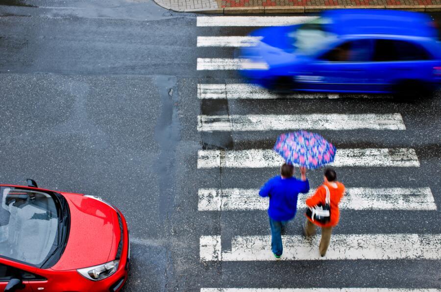 Сцена на переходе. Как пешеходы манипулируют водителями по новым ПДД?