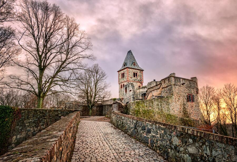 Замок Франкенштейна в Оденвальд, Дармштат, Германия, место которое вдохновило Мэри Шелли на написание знаменитого романа